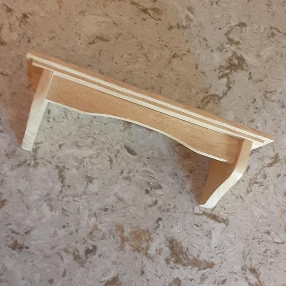 Small blonde wood display shelf